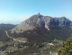 """Mauzoleum Niegosza - Park Narodowy Lovćen - widok w kierunku niedostępnego """"drugiego szczytu"""": Štirovnik"""