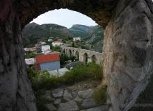 Stari Bar - klimatyczne ruiny miasta i warowni na wzgórzu - akwedukt