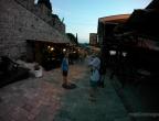 Stari Bar - wieczorem, po zwiedzaniu ruin miasta warto zjeść kolację w restauracji pod murami miasta - tak pysznych kalmarów nie jadłem nigdzie indziej.