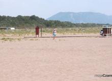 Ulcinj - Velika Plaža - szeroka, piaszczysta plaża w Czarnogórze - prysznice przy plaży
